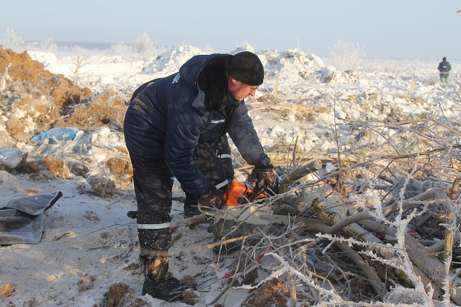 Emergency Minister demands larger search area at An-148 crash site
